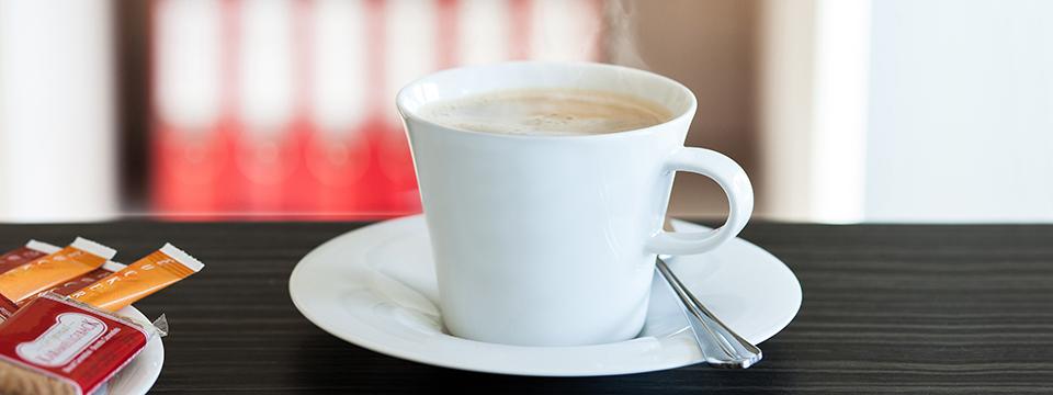 Kaffetasse und Kekse
